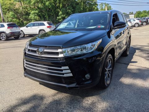 Pre-Owned 2017 Toyota XLE AWD
